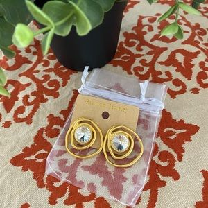 ✨3/$15✨Vintage Gold Plated Crystal Swirl Earrings